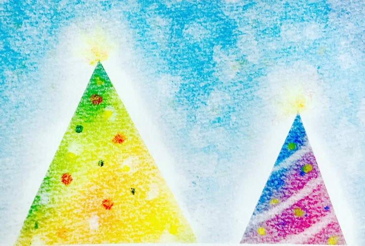 パステルアートで描いたクリスマスツリーの作品見本。黄色からグリーンへのグラデーションと、青から紫、赤へのグラデーション、ふたつの色のクリスマスツリーです。